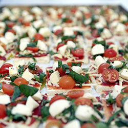 Gourmet spinach and bocconcini pizza - mini thumbnail
