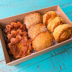 Vietnamese pastries and snack box  thumbnail