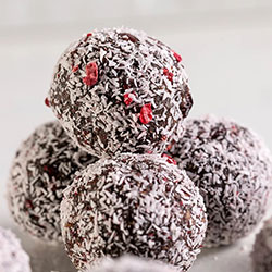Choc berry energy balls thumbnail