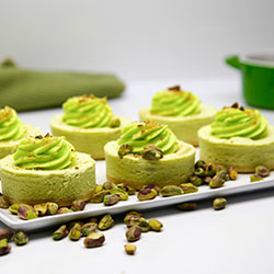 Pistachio cheesecake - 3 inch - box of 6 thumbnail