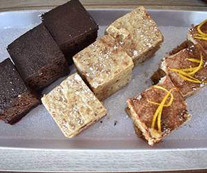 Individual cakes and slices thumbnail