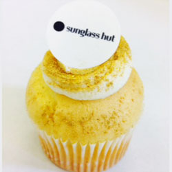 Tailored cupcakes with logo thumbnail