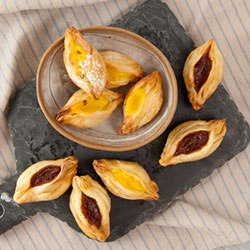 Apple and cinnamon sweet pastry taco thumbnail