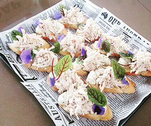 Pulled chicken crostini thumbnail