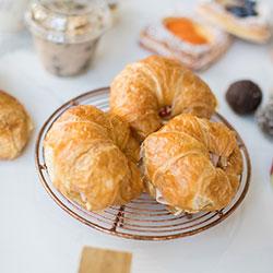 Smoked salmon and cream cheese croissant thumbnail