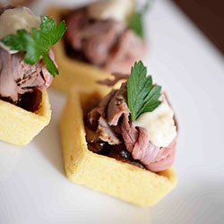 Savoury tartlet filled with roast beef and horseradish thumbnail