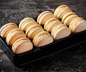 Vanilla macarons thumbnail