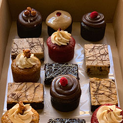 Signature cakes and brownies box thumbnail