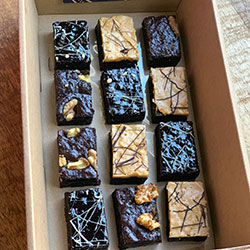 Petit four brownies box thumbnail