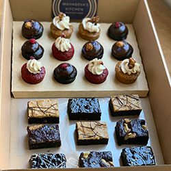 Petit four cakes and brownies box thumbnail