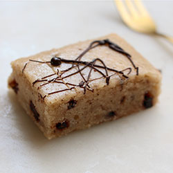 Vanilla bean cookie dough blondie slice thumbnail