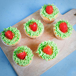Cupcakes with strawberry thumbnail