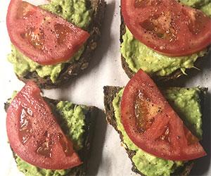 Vegan avo smash on rye thumbnail