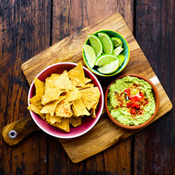 Guacamole and corn chips thumbnail