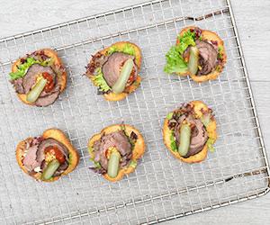 Rare roast beef crostini thumbnail