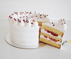 Strawberries and cream cake thumbnail