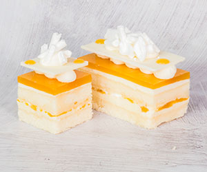 White choc apricot cake thumbnail
