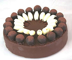 Ebony and ivory cake - 28 cm - serves up to 18 thumbnail