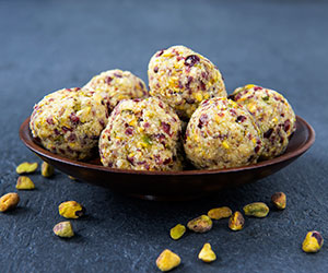 Cranberry and pistachio bliss ball thumbnail