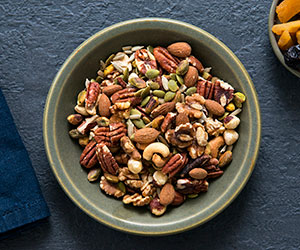 Dried fruits and nuts - 100g thumbnail
