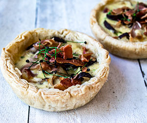 Baked mushroom and prosciutto tarts thumbnail