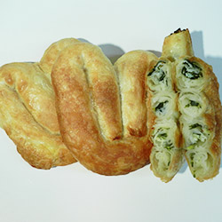 Spinach and fetta cheese scroll thumbnail