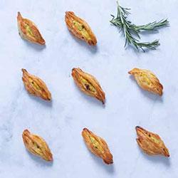 Flakey feta and spinach pastitsi thumbnail