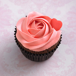 Classic cupcakes - chocolate / strawberry thumbnail