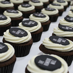 Classic cupcakes with logo thumbnail